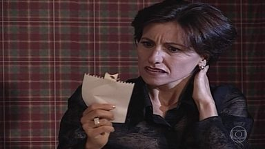 Isabel descobre que Branca invadiu seu apartamento - Confira