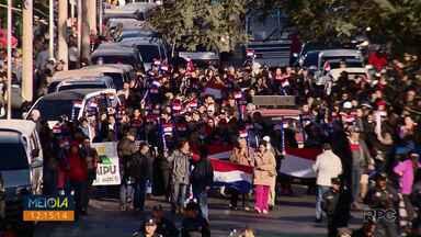 Protesto e confronto com a polícia no Paraguai fecham a Ponte da Amizade - Grupo pede a saída do presidente Mario Abdo Benítez.
