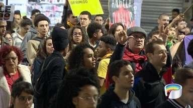 Protesto em São José contra o governo federal ocorreu na terça-feira - Veja como foi.