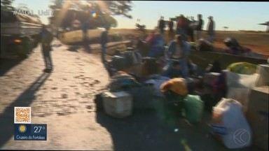 Criança morre em acidente entre ônibus e carreta na BR-365 em Patos de Minas - Polícia Rodoviária Federal disse que ônibus era clandestino e transportava trabalhadores rurais para o interior da Bahia, Pernambuco e Alagoas. Reportagem entrou em contato com a empresa.