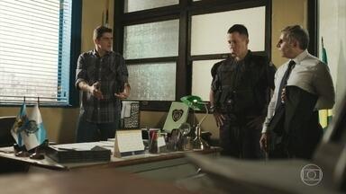 Marco teme pela segurança de Góes - O major diz a Peixoto que o cabo está fugindo das pessoas que ia denunciar