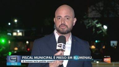 Fiscal da Prefeitura de Blumenau é preso suspeito de cobrar propina para emitir alvarás - Fiscal da Prefeitura de Blumenau é preso suspeito de cobrar propina para emitir alvarás
