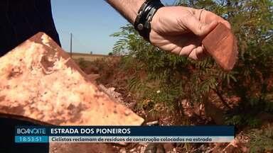 Pavimentação em estrada dos Pioneiros é criticada por usuários da via - Estrada está recebendo RCD, resíduo de construção e demolição.