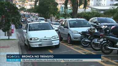 Avenida Ayrton Senna em Londrina coleciona infrações de trânsito - Tem motos e carros usando a ciclovia. Veja os flagrantes registrados pelo Boa Noite Paraná.