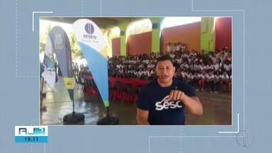 Atleta Clodoaldo Silva visita escolas para marcar início dos trabalhos dos jogos do Sesc - Atleta paralímpico está indo nas escolas que vão participar da maior competição esportiva da região.