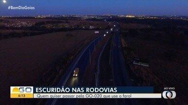 Rodovia GO-020 também tem problemas de iluminação em Goiânia - Veja como fica o local à noite e o perigo que motoristas e pedestres correm.