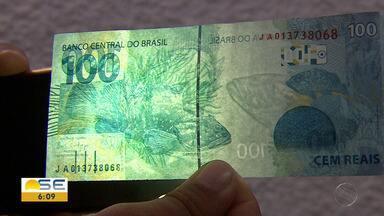 Perita explica como identificar cédulas de dinheiro falsas - Perita explica como identificar cédulas de dinheiro falsas, que ainda circulam no comércio.