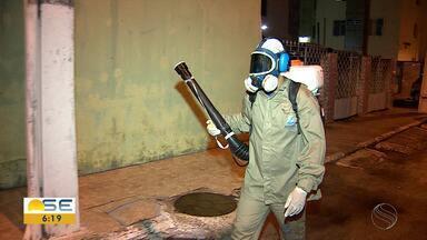 Agentes aplicam fumacê costal na Zona Oeste de Aracaju - Agentes aplicam fumacê costal na Zona Oeste de Aracaju.