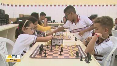 Garotada se prepara para campeonato de xadrez, em Maceió - Competição está programada para o final de semana