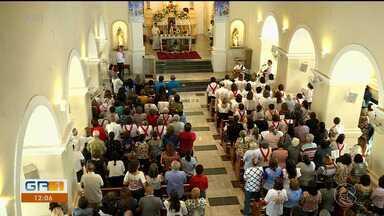Fiéis lotam a Igreja Matriz de Petrolina para homenagear Nossa Senhora Rainha dos Anjos - Nesta quinta-feira (15) é comemorado o dia de Nossa Senhora Rainha dos Anjos, padroeira de Petrolina.