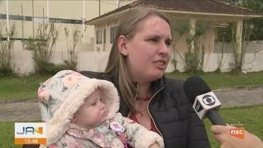 Mãe reclama de situação das salas de vacinação para crianças em São José - Mãe reclama de situação das salas de vacinação para crianças em São José