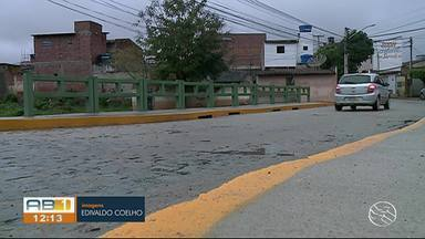 Obra do pontilhão é concluída no bairro Severino Afonso, em Caruaru - Obra foi entregue aos moradores.