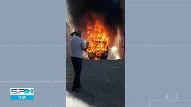 Ônibus pega fogo na Zona Leste - Imagens mostram o momento do incêndio.