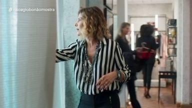 'Isso a Globo Não Mostra' #31: cortina - No quadro de humor do Fantástico, veja as notícias da semana tratadas de uma forma leve, além de brincadeiras com cenas exibidas na programação da Globo.