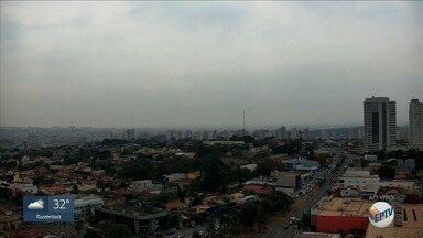 Confira a previsão do tempo desta segunda-feira (19) para a região de Ribeirão Preto - Dia começou com nuvens e tempo nublado.