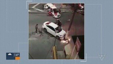 Bando é preso após roubar carro e assaltar pedestres em São Vicente, SP - Seis criminosos, dois adultos e quatro adolescentes, foram detidos durante a ação.