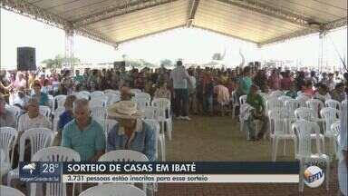 Mais de 3,7 mil pessoas participam do sorteio do novo conjunto habitacional de Ibaté - Nesta terça-feira (20) são sorteadas 286 casas.