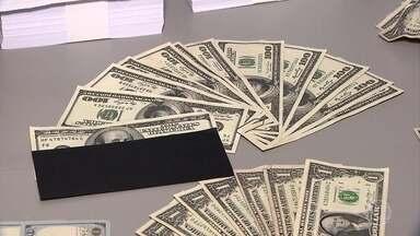 Três são presos por aplicar golpes com dólares falsos - Dois empresários procuraram a polícia depois de desconfiarem de uma transação de R$ 300 mil.