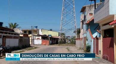 Seis mil famílias que moram perto de uma torre devem sair de casa - Demolição de casas em Cabo Frio.