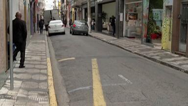 Abertura de mais vagas de zona azul em Mogi divide opiniões na cidade - Os comerciantes querem a ampliação do estacionamento controlado para movimentar a região central.