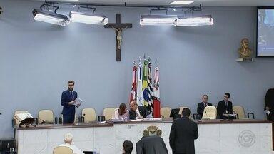 Vereadores de Rio Preto participam da primeira sessão da Câmara após local ser reformado - A sessão da Câmara dos Vereadores de São José do Rio Preto (SP) será feita na noite desta terça-feira (20) no plenário que passou por reforma.