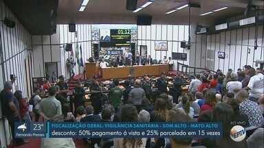 Vereadores votam anistia de juros para quem tem dívida na Prefeitura de Ribeirão Preto - Outro projeto altera aposentadoria de 10 mil funcionários municipais.