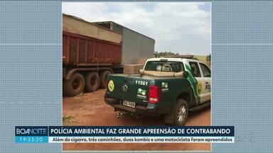 Polícia ambiental faz grande apreensão de contrabando - Foram apreendidos 500 mil maços de cigarro, três caminhões, dois carros e uma moto. Um homem foi preso.