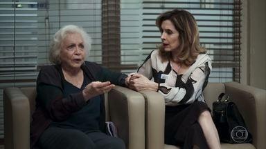 Gladys diz a Jô que prefere Maria a ela - A madame fica horrorizada com o caso da vilã e Régis, e passa uma lição de moral na garota, que desdenha