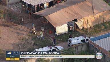 Polícia detém 2 suspeitos em operação contra tráfico de drogas no bairro Céu Azul, em BH - A PM cumpre 12 mandados de busca e apreensão.