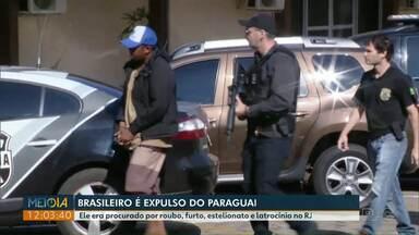 Brasileiro de 23 anos é expulso do Paraguai e levado para a delegacia de Foz do Iguaçu - Ele era procurado pela Justiça.