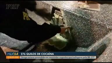 Polícia apreende 276 kg de cocaína escondidos em caminhão-cegonha na BR-277, em Balsa Nova - Segundo a PRF, droga estava escondida dentro de um barco que era transportado pelo caminhão.