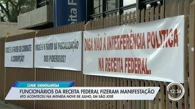 Funcionários da Receita Federal fizeram manifestação nesta quarta em São José - Veja como foi o ato.