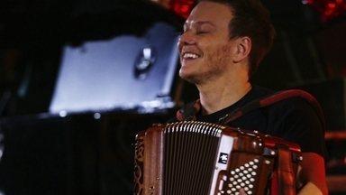 Michel Teló visita grandes eventos de música sertaneja do país na volta do Bem Sertanejo - Teló promove roda de viola e recebe as duplas Jorge & Mateus e Matheus & Kauan na volta do quadro ao Fantástico.