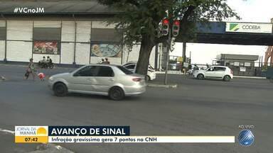 Mais de 1400 motoristas foram multados este ano por avanço de sinal em Salvador - Bairro do Comércio lidera o ranking deste tipo de infração, que gera sete pontos na Carteira de Habilitação.