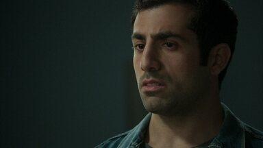 Fauze fica perturbado quando Fairouz não confirma que Aziz é seu pai - Ela conta que nunca ouviu nenhuma palavra sobre o assunto