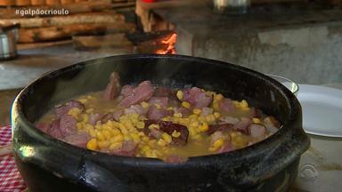 Cristiano Quevedo prepara Canjica Campeira no Cozinha de Galpão - Assista ao vídeo.