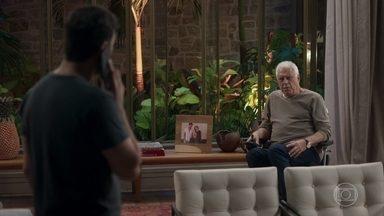 Alberto se irrita com Diogo após chamá-lo de velho - Diogo disfarça e finge estar falando com outra pessoa e não Gisele