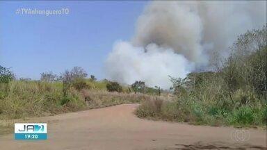 Fazendas próximas de ferrovia são atingidas por queimada - Fazendas próximas de ferrovia são atingidas por queimada
