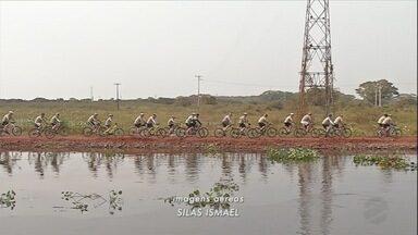 Grupo de amigos se aventura no Pantanal em cima de bicicletas - Na região de Corumbá, turma apaixonada por esporte e por belas paisagens decidiu fazer um programa diferente
