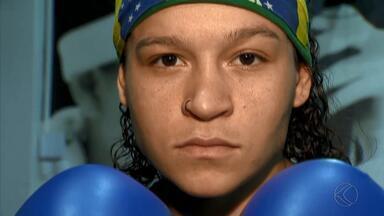 Boxeadora de Juiz de Fora é primeira mulher a conquistar ouro no Pan para o Brasil - Bia Ferreira conquista feito em Lima e mira Tóquio 2020. Também boxeador, pai destaca orgulho da filha