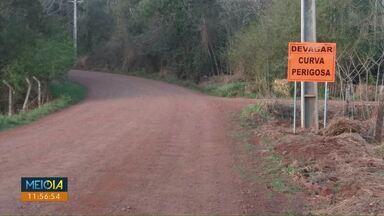 Placa é instalada antes de ponte, em São Salvador - Em junho um carro caiu da ponte e duas pessoas morreram. O Meio Dia Paraná mostrou o pedido dos moradores por melhorias na sinalização do local.