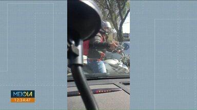Polícia prende quadrilha que roubava relógios - Eles agiam nos semáforos disfarçados de entregadores de aplicativos de comida.