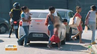 Refugiados venezuelanos enfrentam dificuldades para trabalhar na área onde se formaram - Acompanhe o drama diário de venezuelanos que trabalham nas ruas de Manaus.