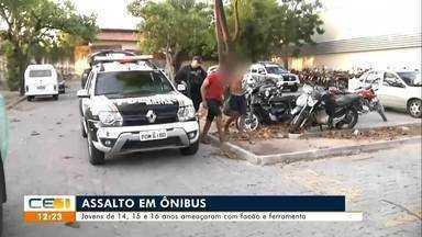 Jovens utilizam facões e ferramenta em assalto a ônibus em Fortaleza - Saiba mais em g1.com.br/ce