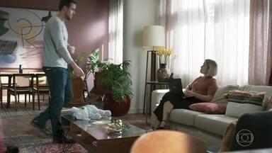 Lígia conversa com Joaquim sobre a situação de Tainá - A médica diz que vai levar a jovem para conhecer o abrigo