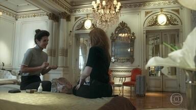 Valéria faz revelações íntimas a Camila - Ela incentiva Camila a ligar para Rania e Miguel
