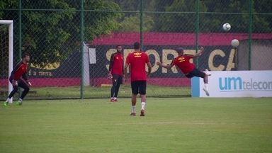 Pintura! Ronaldo marca golaço em treino do Sport e arranca aplausos dos companheiros - Pintura! Ronaldo marca golaço em treino do Sport e arranca aplausos dos companheiros