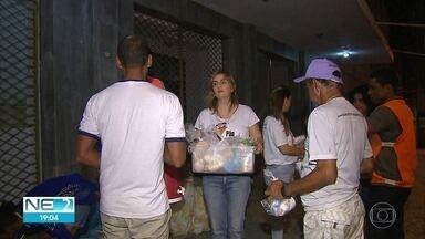 No Dia do Voluntariado, grupos vão às ruas para ajudar as pessoas que precisam - Voluntários se mobilizam para fazer o bem, no Grande Recife