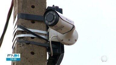 Câmeras tentam inibir descarte de lixo perto do aeroporto - Dois equipamentos funcionam por 24 horas, em Presidente Prudente.