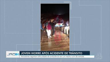 Adolescente de 14 anos morre em acidente de trânsito em Alto Paraíso - Ambulância que fazia o socorro precisou ser rebocada pela Polícia Militar